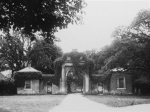 Dyrham Park gateway3