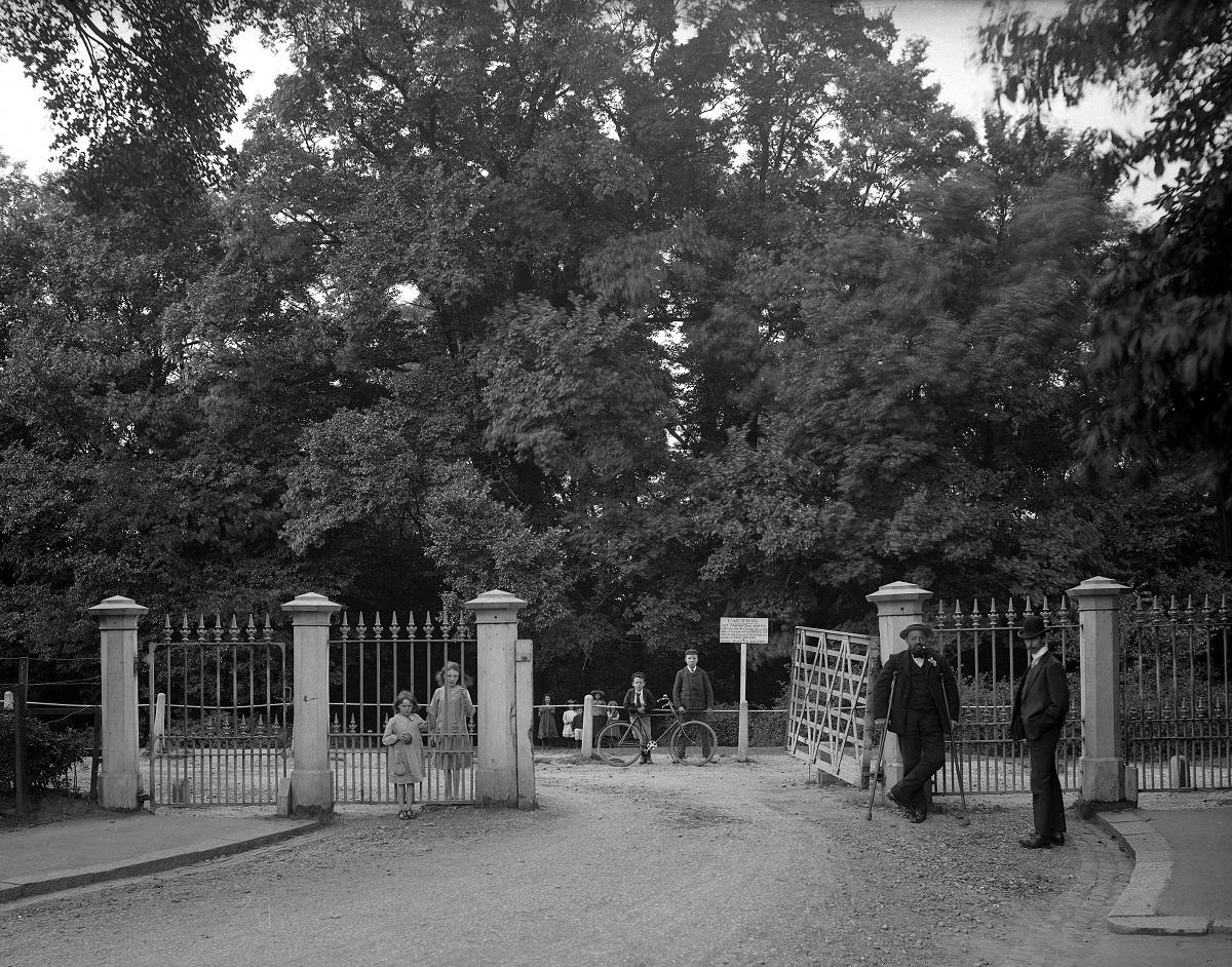 Hadley Woods gate