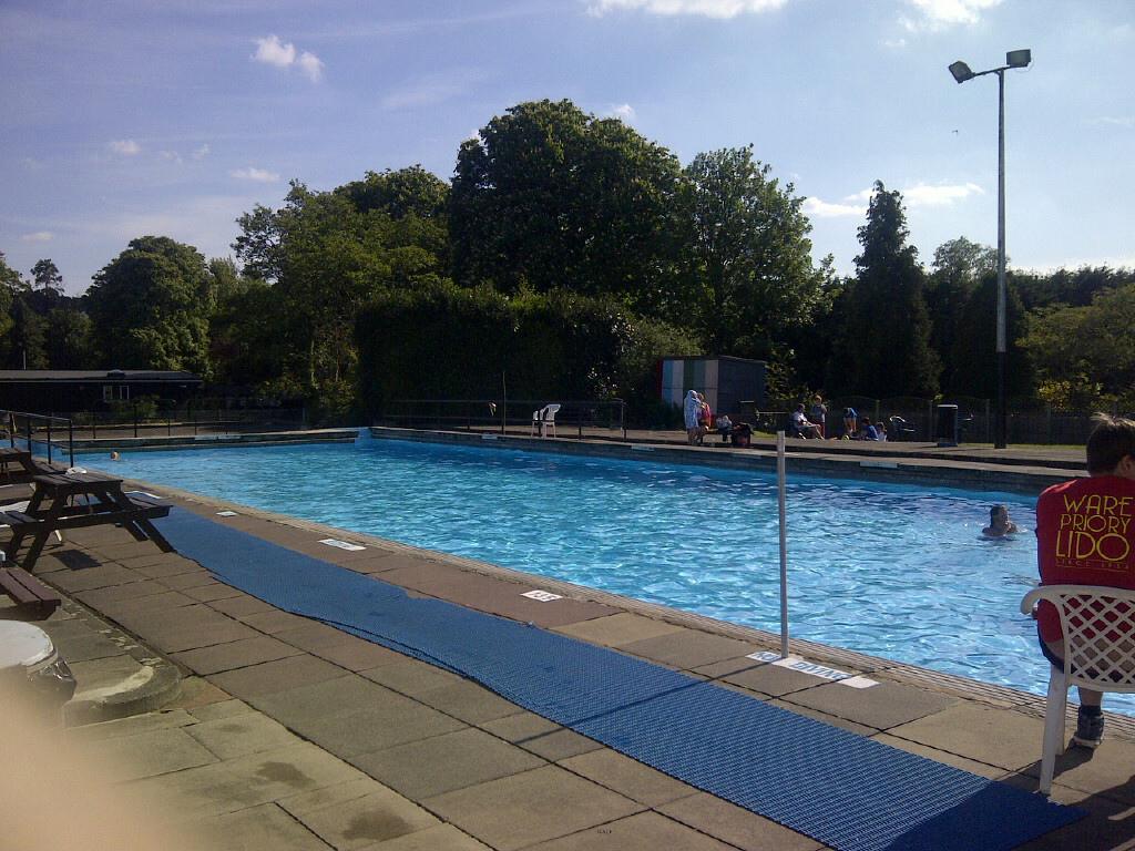 Outdoor Swimming High Living Barnet